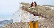 Grâce à leurs vêtements camouflages, deux artistes créent de parfaites illusions d'optiques en photos