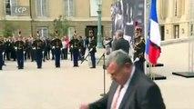 Hommage à Jacques Chirac: Regardez la minute de silence observée à l'Assemblée nationale cet après-midi - VIDEO