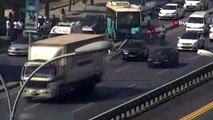 İstanbul'da Avcılar E-5 karayolu yan yolda Cihangir mevkiinde kontrolden çıkan özel halk otobüsü...