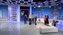 Hyjne duke kenduar ne studio, artistet surprizojne Luan Zhegun per 70-vjetor