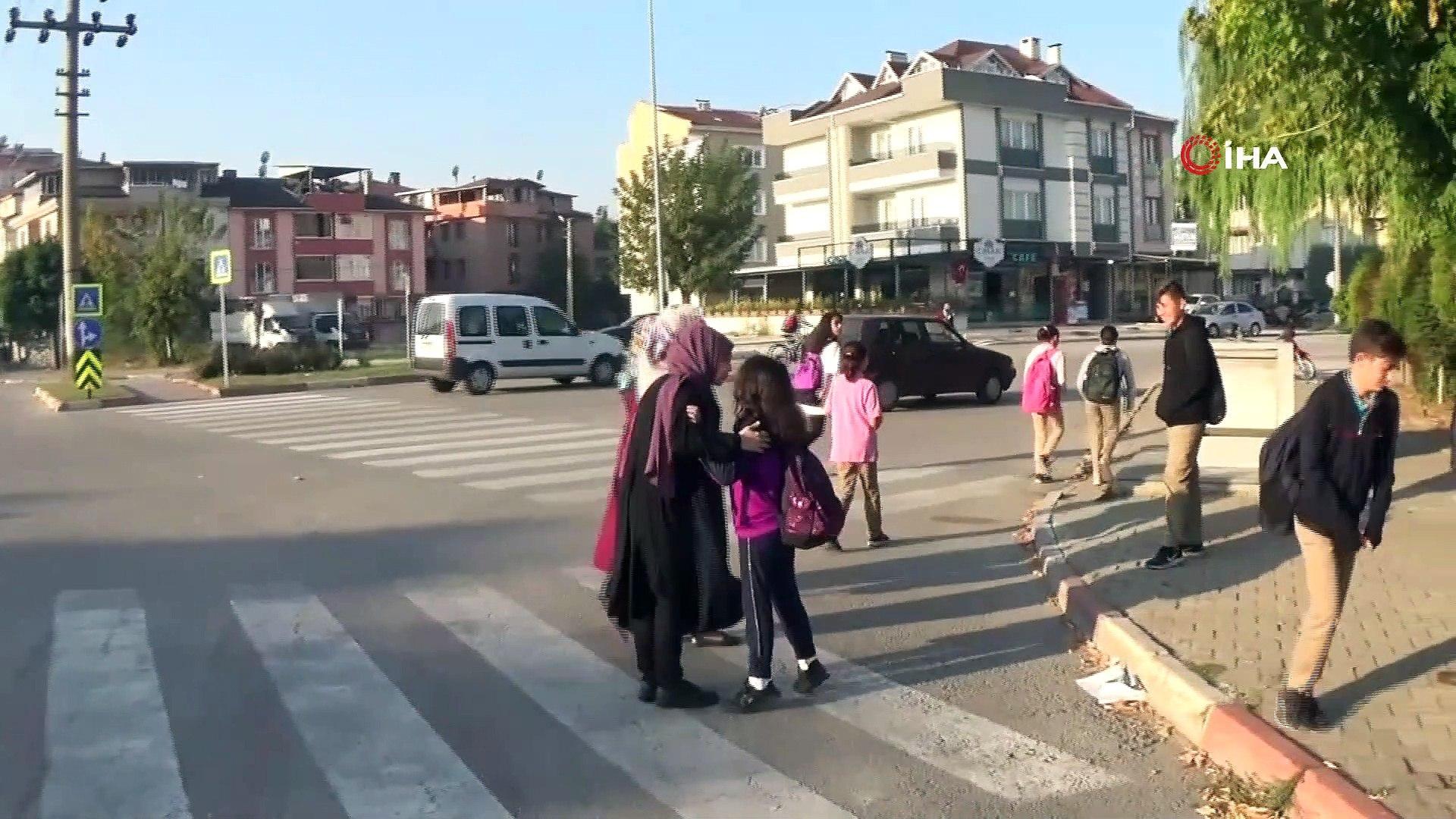 Veli ve öğrencilerin yaya geçidi isyanı