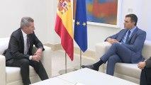 Sánchez recibe a comisario europeo de Programación Financiera y Presupuestos
