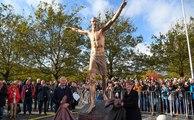 Zlatan Ibrahimovic dévoile sa statue à Malmö