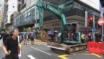 Video | Hong Kong'da protestocular maske yasağına karşı maskeleriyle sokakta