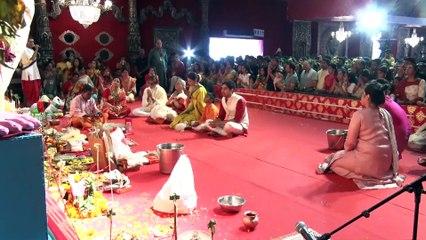 Amitabh Bachchan, Jaya Bacchan, Kajol & Others Durga Puja Pandal For Darshan