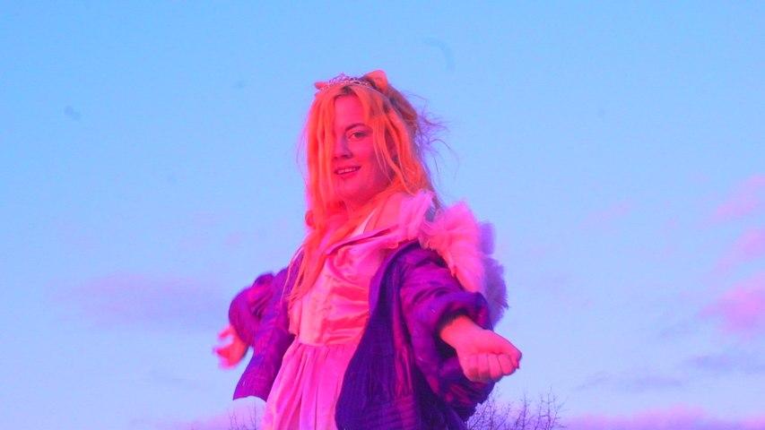 Maja Francis - Girl Is A Gun