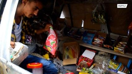 Familia yemení convierte su coche en una tienda