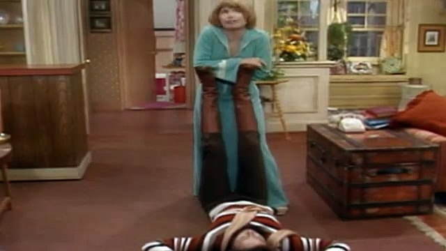 One Day at a Time Season 2 Episode 11 The Maestro