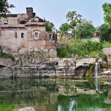 Foreigner visits Hindu Temple in PAKISTAN - Katas Raj Temples, Pakistan Vlog