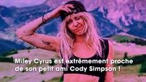 Miley Cyrus : très proche de son petit ami Cody Simpson, ils ne se quittent pas, même à l'hôpital