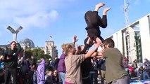 Extinction Rebellion bloque un pont près du Parlement à Berlin