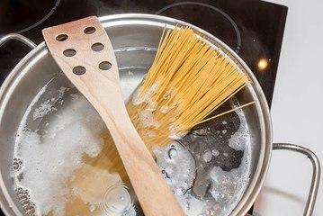Wie verhindert man das Überkochen von Töpfen?