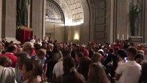 Cientos de personas colapsan la basílica el último día de visita