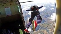 وفاة مغامر روسي خلال تنفيذه قفزة من طائرة