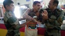 आर्मी कैंटीन में चोरी करते पकड़ा गया सिपाही, फौजियों ने वीडियो रिकॉर्डिंग कर गिना सामान, देखें