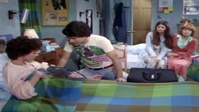One Day at a Time Season 2 Episode 18 Julie's Operation