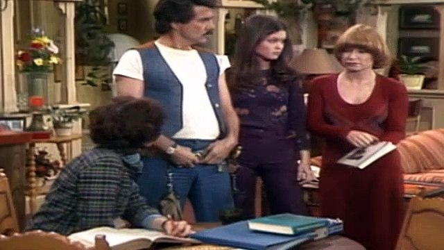 One Day at a Time Season 2 Episode 23 The College Question