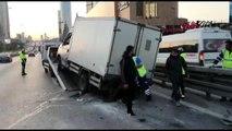 İstanbul-kartal'da refüje çarpan kamyonet yan yattı