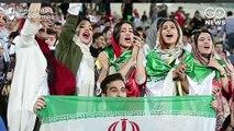 40 साल बाद ईरानी महिलाओं ने स्टेडियम में लिया फुटबॉल का मजा