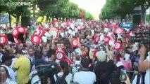 """سعيد والقروي يختتمان حملة الانتخابات الرئاسية التونسية بمناظرة تلفزيونية """"تاريخية"""""""