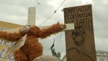 Bruxelles, attivisti protestano per il clima e chiedono di Re Filippo