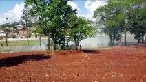 Bombeiros combatem incêndio ambiental no Bairro Morumbi