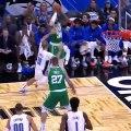 Marcus Smart fait une Stephen Curry et ne regarde pas si le ballon rentre dans le cercle