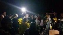 La gent es planta davant la porta de la presó dels Lledoners hores abans de la publicació de la sentència