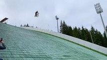 Un énorme crash en VTT après s'être élancé sur un tremplin de saut à ski