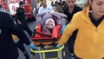 Halkalı'da 3 aracın karıştığı kaza meydana geldi. Kaza da yaralanan 6 kişi sağlık ekipleri tarafından hastaneye kaldırılırken, polis ekipleri olayla ilgili çalışma başlattı.