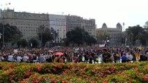 Miles de personas se concentran en la plaza Catalunya en Barcelona contra la sentencia