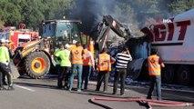 Alev alev yanan yanan tır TEM'i 2 saat kapattı