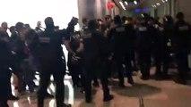 La policía desaloja el aeropuerto de Barcelona-El Prat