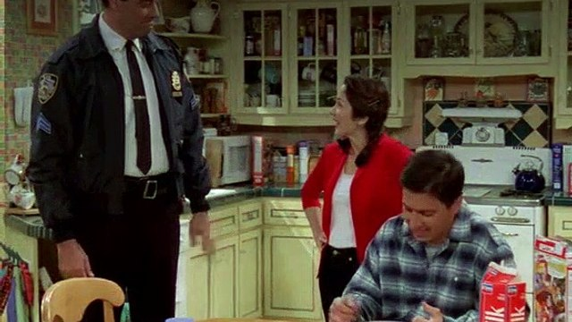 Everybody Loves Raymond S04E23 Confronting the Attacker