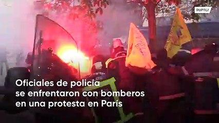Policías contra bomberos en una batalla de protesta épica