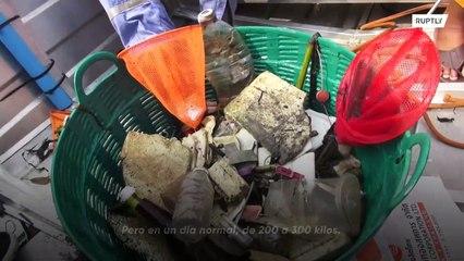 La moda sostenible es la pasión de los monjes: los monjes budistas en Tailinadia reciclan botellas de plástico en túnicas de azafrán.
