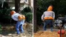 Halloween : son épouvantail avec les fesses à l'air choque son voisinage