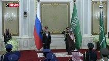 Vladimir Poutine reste de marbre devant un hymne russe «revisité»