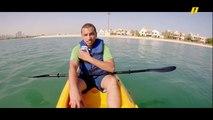 أحمد طه ضيف برنامج عيش الدور يخوض رياضة صباحية في الماء