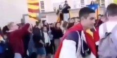 Cuando el malote del Instituto, que reparte unas hostias como panes, se pasea con la bandera española y nadie se atreve a decir ni mus