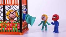 Princesa Elsa atascada en el parque bolas  Dibujos Animados Infantiles Play Doh Stop Motion