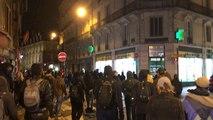 Ils défilent visages masqués dans le centre-ville de Rennes
