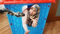 SNAKE PRANK! IN GAME HOUSE BİG, Kocaman Oyun EVİ İçinde AyŞenin Dev Yılan İLE Yüzleşmesi Sulu ŞAKALA