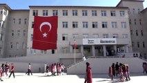 Ağrılı öğrencilerden Mehmetçik'e destek