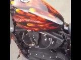 Cette peinture sur son pot de moto réagit quand le moteur chauffe