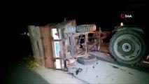 Traktör römorku devrildi Tonlarca mısır silajı yola saçıldı