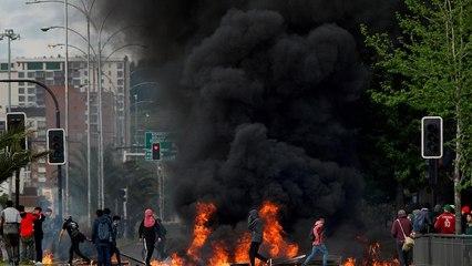 """7 قتلى في أسوأ اضطرابات تشهدها تشيلي منذ عقود والرئيس يقول """"نحن في حرب"""""""