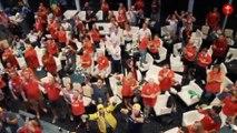 Le bel accueil des joueurs à leur retour à l'hôtel - Rugby - Mondial - GAL