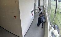 Un professeur évite une tuerie dans un lycée en maitrisant un élève armé d'un fusil !