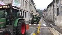 Besançon : les agriculteurs arrivent devant la préfecture du Doubs
